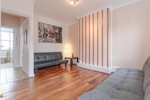 Spacious 3 Bedroom Flat In Covent Garden