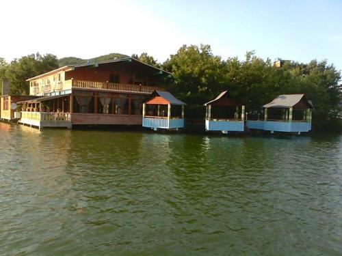 Bar Restorant Liqeni, Elbasanit