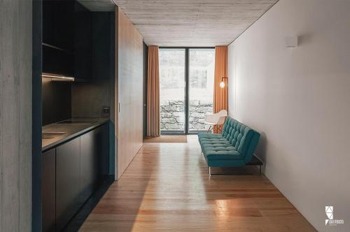 Studio Apartment with River and City View