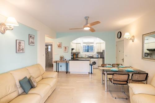 Dalia Seaside 2 Bedroom Apartment with Pool & Garden