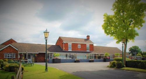 Hunters Lodge Hotel, Crewe