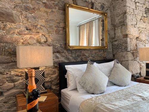Royal Mile Suites by the Castle - Accommodation - Edinburgh