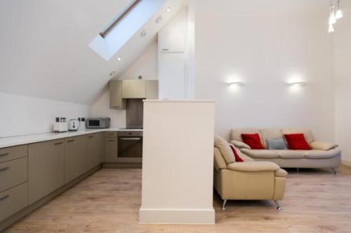 Spectacular 2 Bedroom Apartment Kensington
