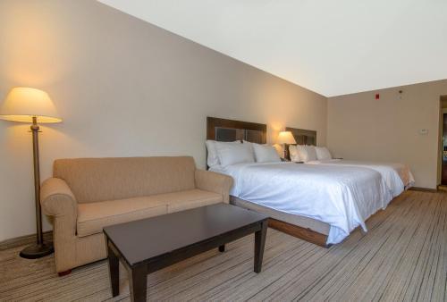 2 Queen Bed With Sofa Sleeper Non-Smoking