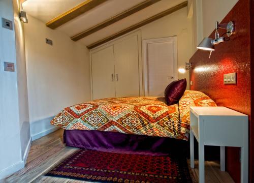 Double or Twin Room Hotel Albanuracín 13