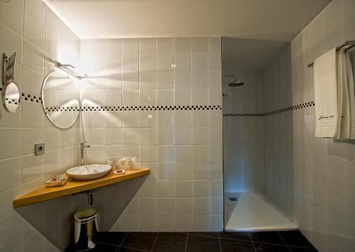 Double or Twin Room Hotel Albanuracín 14