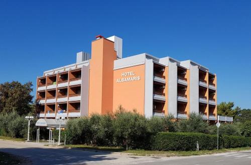 . Hotel Albamaris