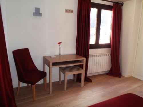 Double or Twin Room Hotel Albanuracín 26