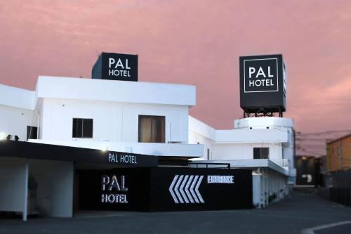 . Munakata Pal (Love Hotel)
