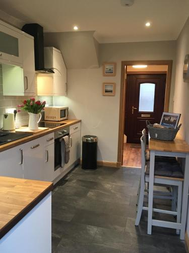 Kennedy Terrace; Modern 2 Bedroom House, Central