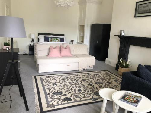Grosvenor Place Spacious Studio Apartment