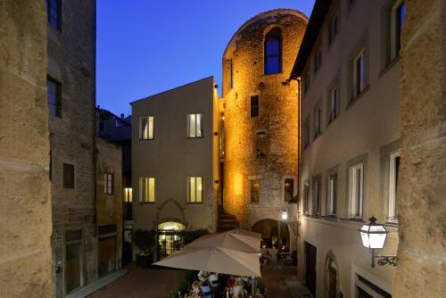 3, Piazza Santa Elisabetta, Florence 50122, Italy.