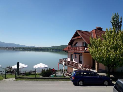 . O.W. LAZUR nad jeziorem