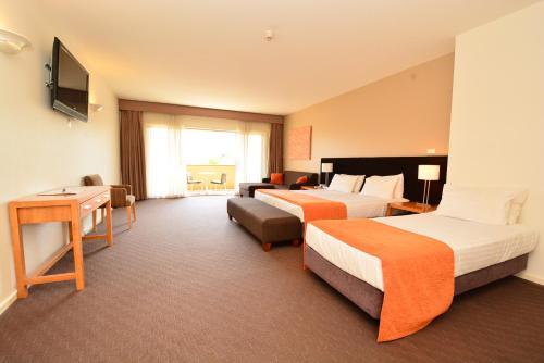 . Mornington Hotel