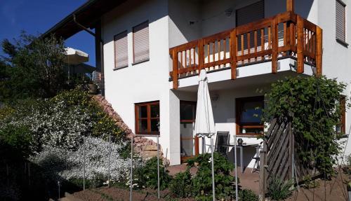. 2-Zimmer-Ferienwohnung Gartenblick