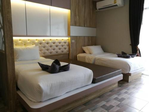 Deluxe Double or Twin Room with Balcony and City View