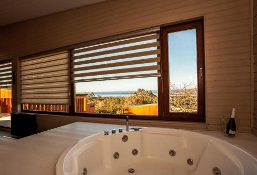 Suite Deluxe con bañera de hidromasaje Nidos de carnota 7