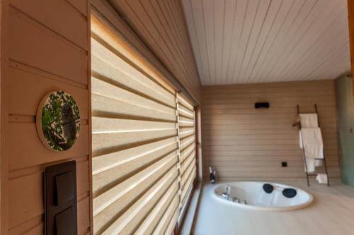 Suite Deluxe con bañera de hidromasaje Nidos de carnota 10