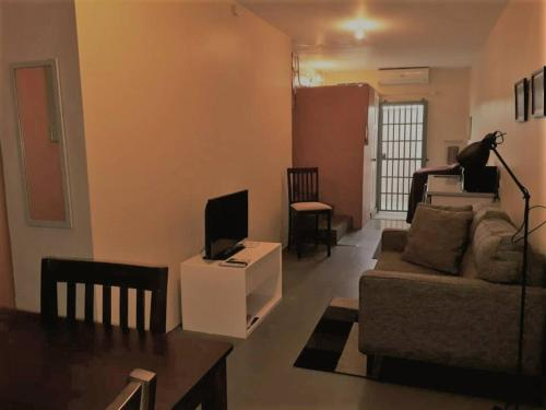 . Warm 1-Bedroom Annex, Woodbrook