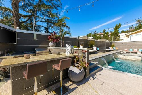 Villa Genesis-HOLLYWOOD ESTATE WITH STUNNING VIEWS Main image 1
