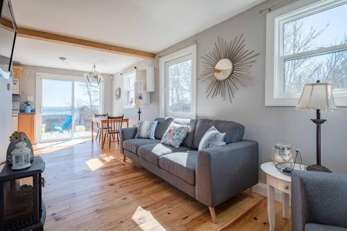 . Oceanview Cottage Walking Distance to Beaches