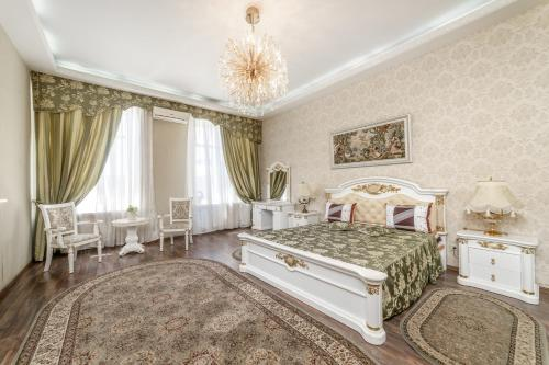 Queen Suites near Deribasovskaya