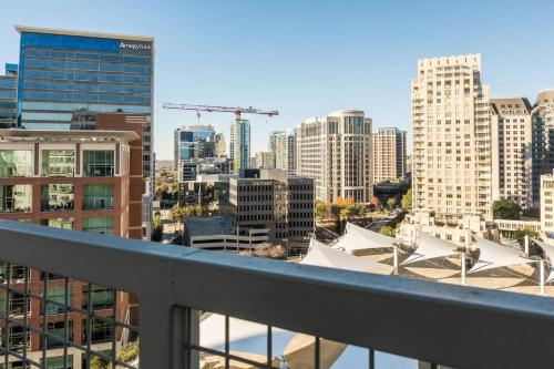 . Amazing Views @ High-Rise Lux & Center of All 1BR