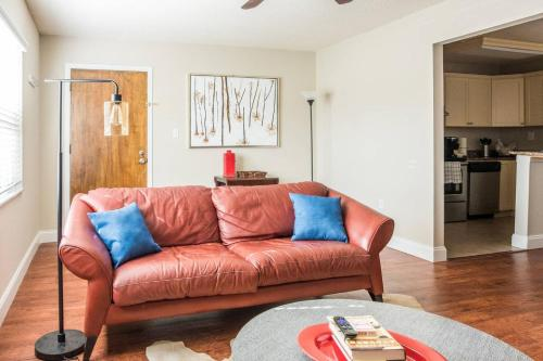 . SoHo 2 BR with Parking and WiFi by Frontdesk