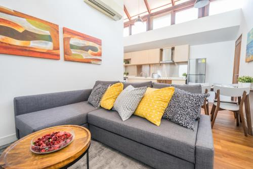 ClubHouse Residences Elm Attic Studio Suites (Staycation Approved), Outram
