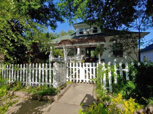 Delano Bed and Breakfast - Accommodation - Wichita
