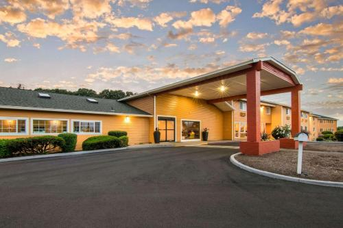 __{offers.Best_flights}__ Quality Inn & Suites