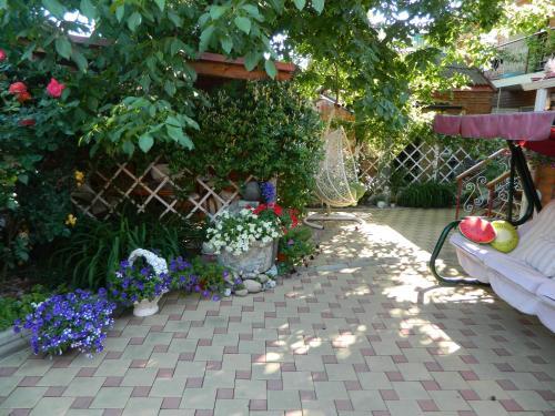 . Guest House on Rostovskaya 50