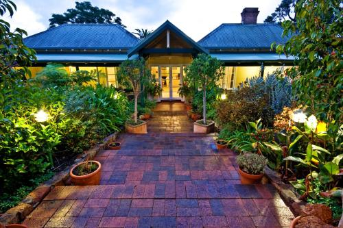 5 Valley Road