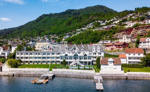 . Hofslund Fjord Hotel