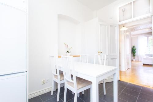 ApartDirect Sveavägen photo 11