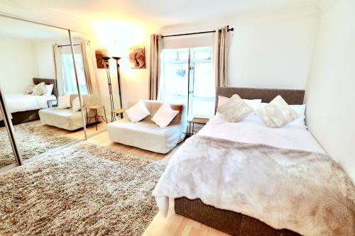 Central London Soho Lovely 3 Person Apartment