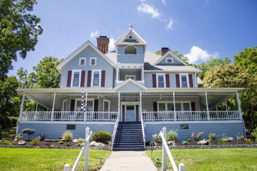 . Hudson Manor Bed & Breakfast