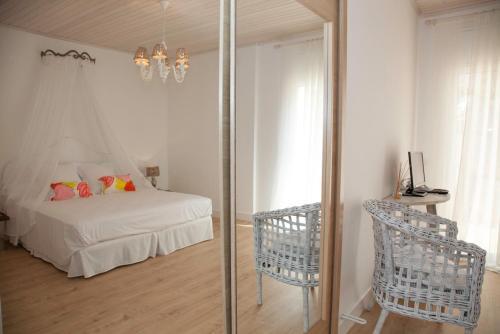 Habitación Doble Deluxe con balcón y vistas al mar Es Cel de Begur Hotel 8