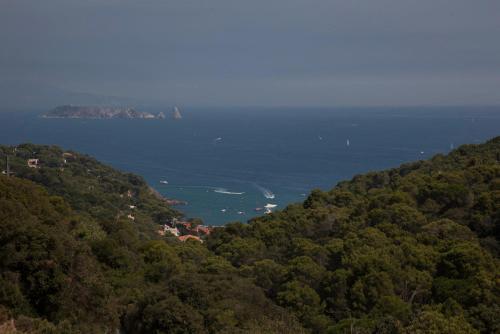 Habitación Doble Deluxe con balcón y vistas al mar Es Cel de Begur Hotel 9
