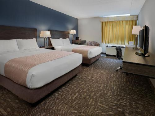 Crestwood Hotel - Hinton, AB T7V1S9