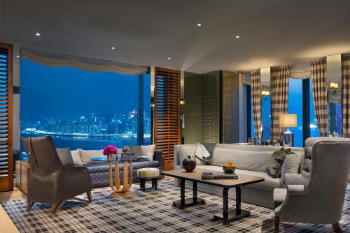 海港景轉角套房 (Corner Suite with Harbor View)