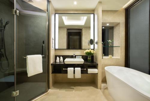 . Crowne Plaza Shenzhen Longgang City Centre, an IHG hotel
