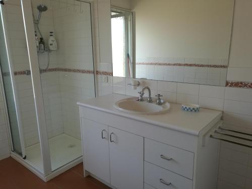 Whole storey 2 Bedrooms+Kitchen+Living room in Glen Waverley, Monash - Waverley West