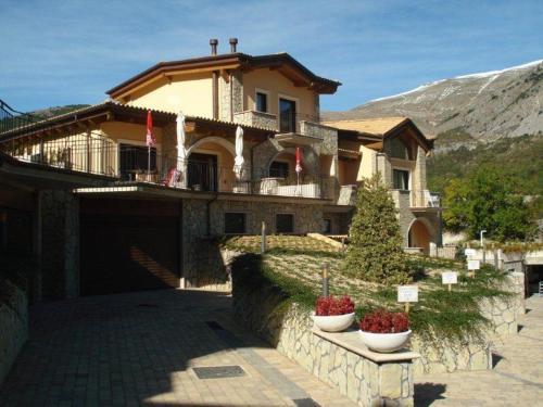 Tassido Coda Resort - Accommodation - Scanno