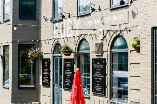 Ruby Pub & Hotel, Brighton