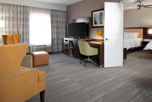 Hampton Inn & Suites Concord-Charlotte - Concord, NC NC 28027