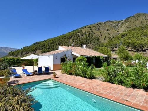 Beautiful Holiday Home with Private Pool in Alcaucin - Hotel - Canillas de Aceituno
