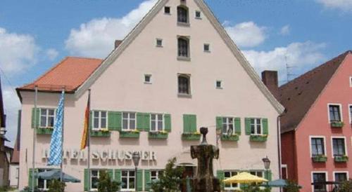 . Hotel-Landgasthof Schuster