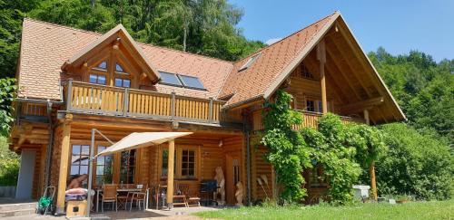 Cosy spacious wooden chalet Na hrib - Hotel - Stiška Vas