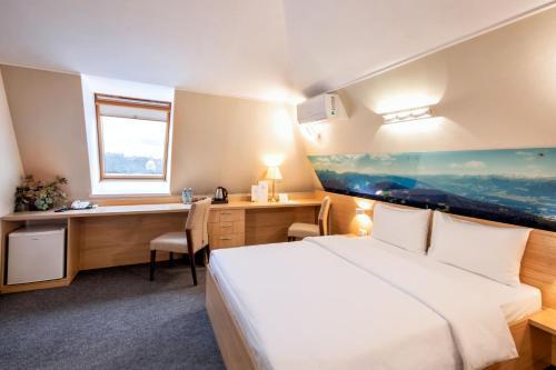 . Aura Aquarelle Hotel
